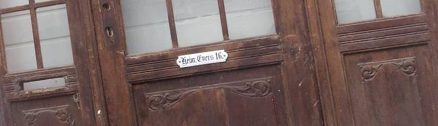 Haustüren zweiflügelig